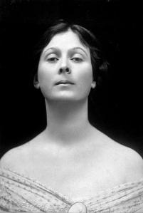 Isadora_Duncan_portrait_cropped