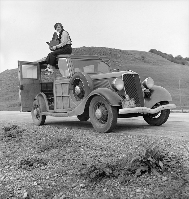 800px-Dorothea_Lange_atop_automobile_in_California_(restored)